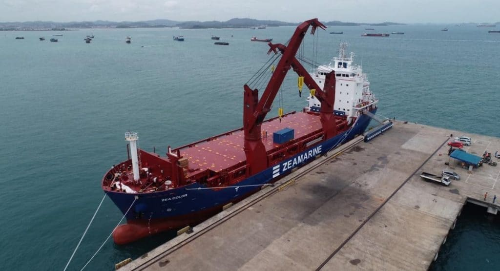 Vessel for oversized cargoes with cranes